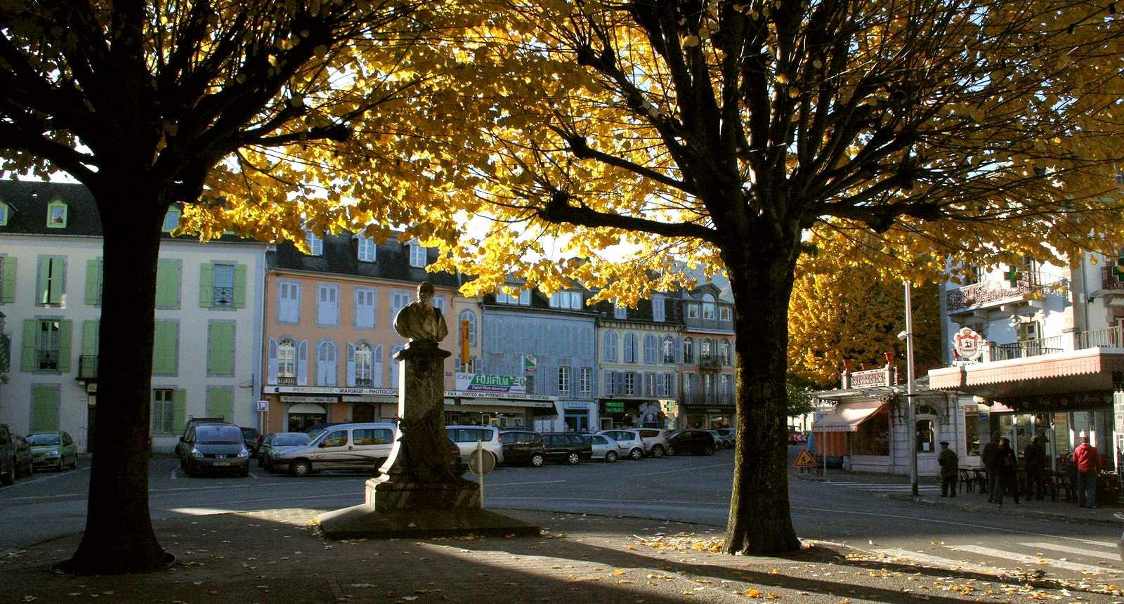 Petite place à Bagnères-de-Bigorre