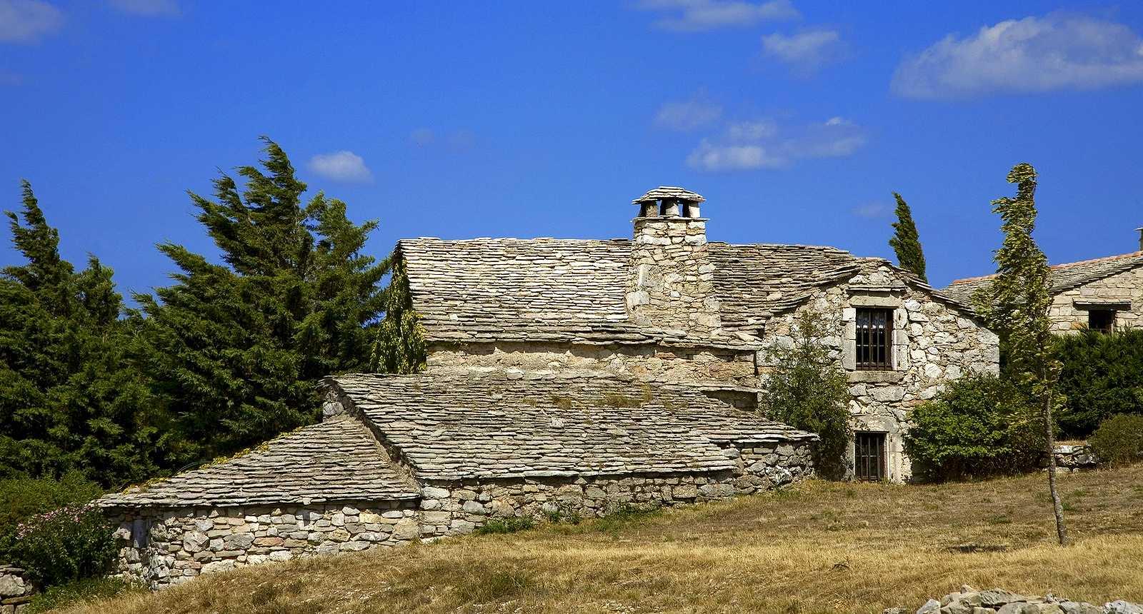 Maison en pierre typique du Larzac