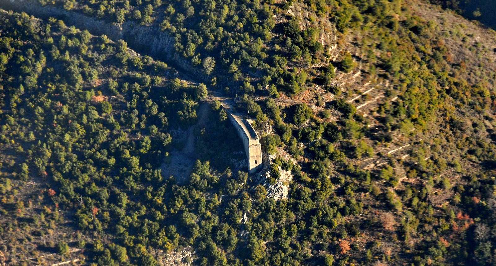 Ruines du pont de chemin de fer du Tignet, dans la Vallée de la Siagne
