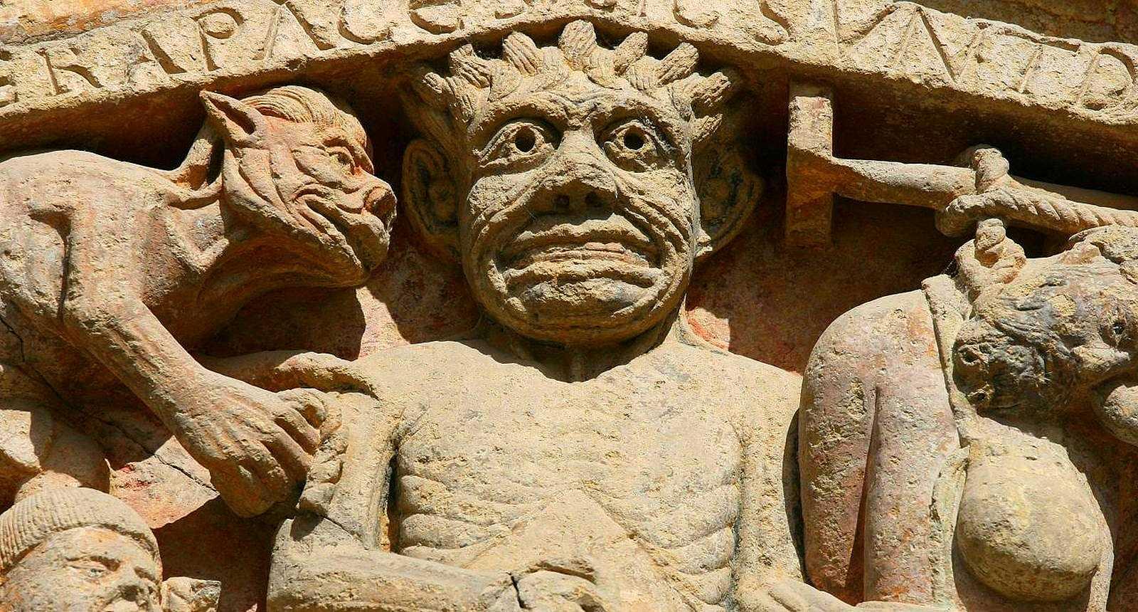 Le Diable, détail du tympan de l'Abbaye Sainte-Foy de Conques