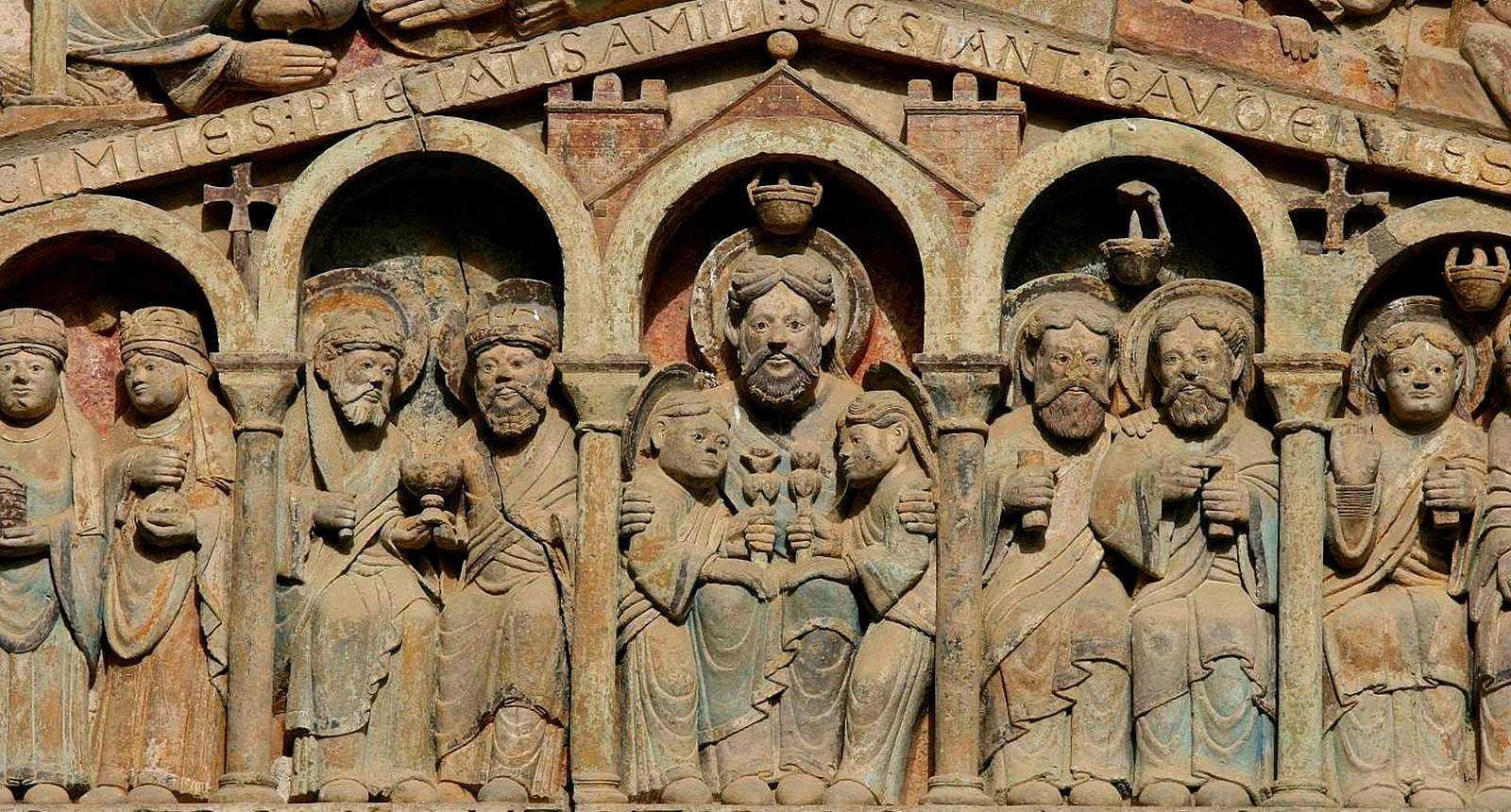 Détail du tympan sculpté de l'Abbaye de Conques (1)