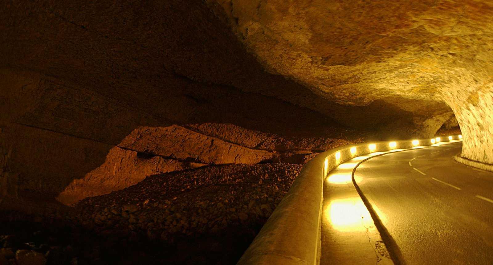 Galerie illuminée de la Grotte du Mas-d'Azil
