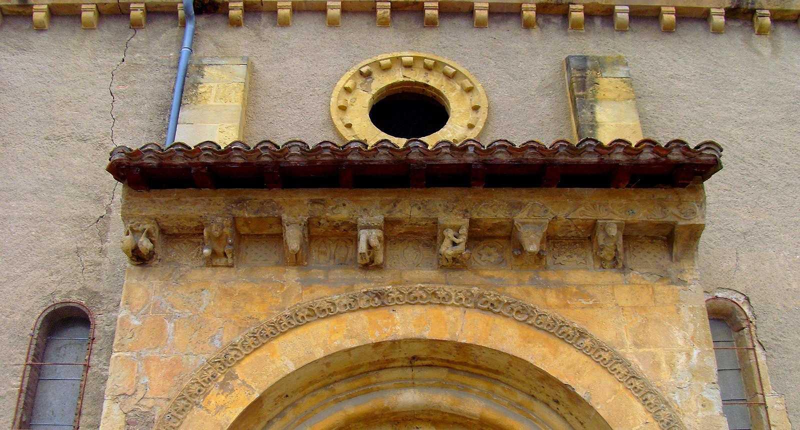 Porte de l'église de l'Assomption de Maubourguet