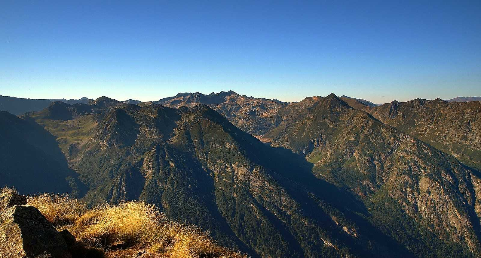 Vue sur la chaîne des Montagnes des Pyrénées