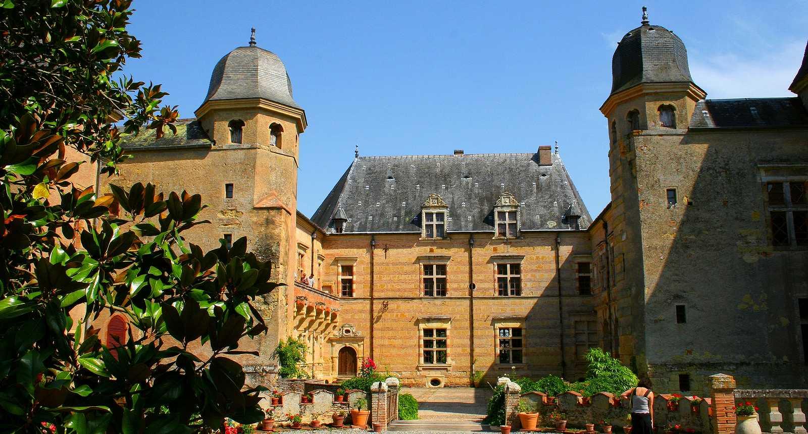 L'entrée du Château de Caumont