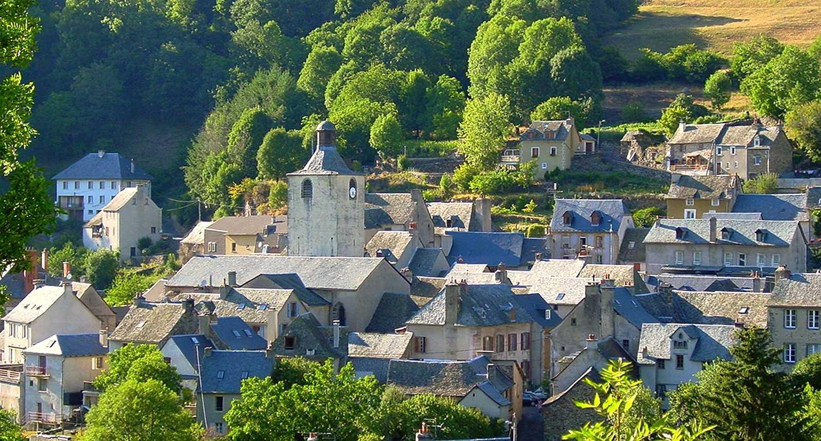 Les toits de la ville d'Estaing