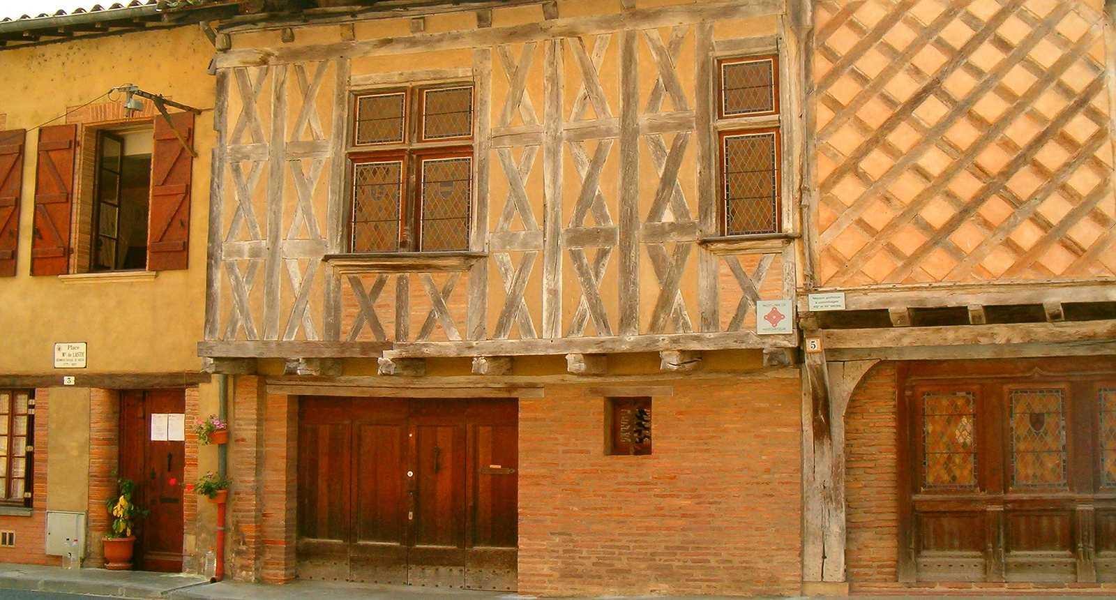 Façade de Rieux-Volvestre
