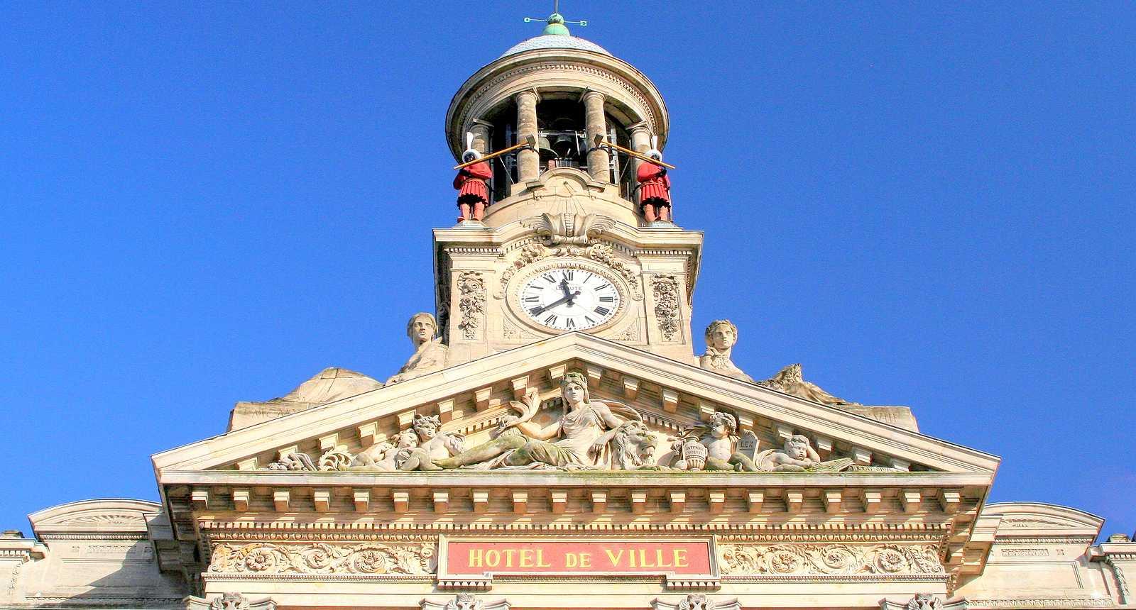 Le campanile de l'Hôtel de Ville de Cambrai