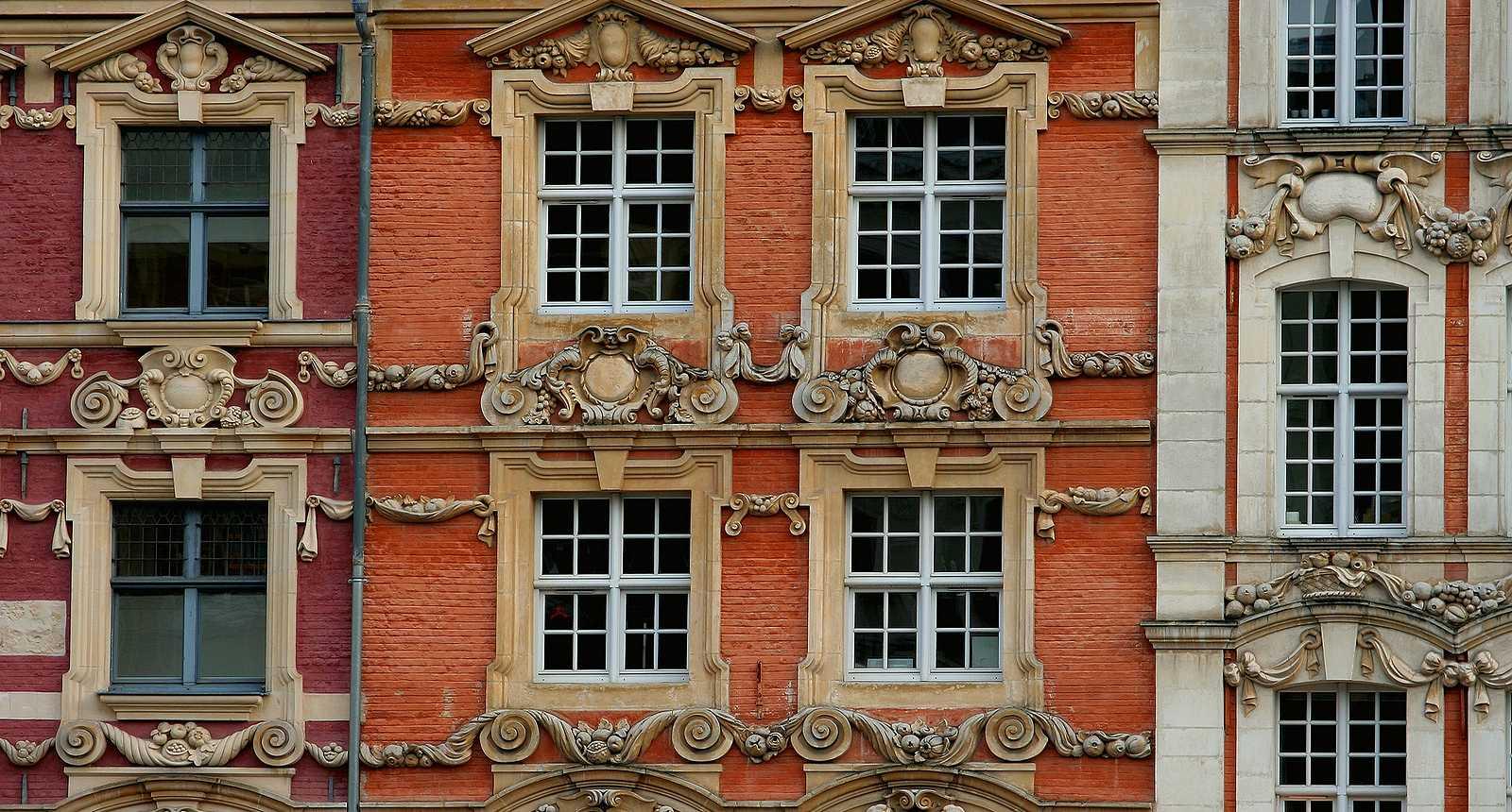 Lille, façades de la Vieille Bourse sur la Grand'Place