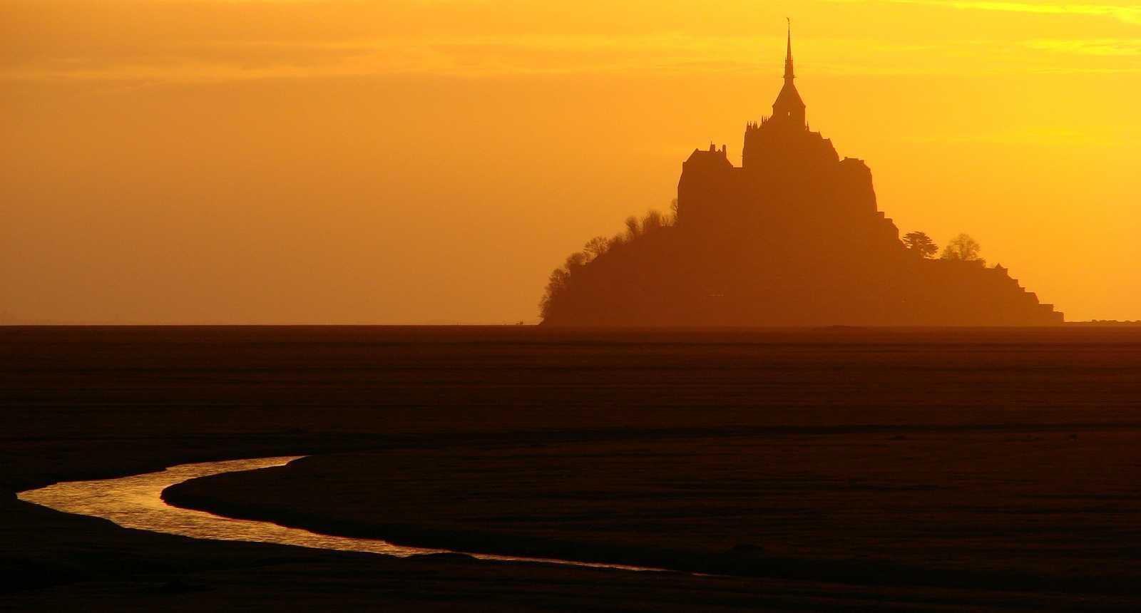 Coucher de soleil sur le Mont-Saint-Michel