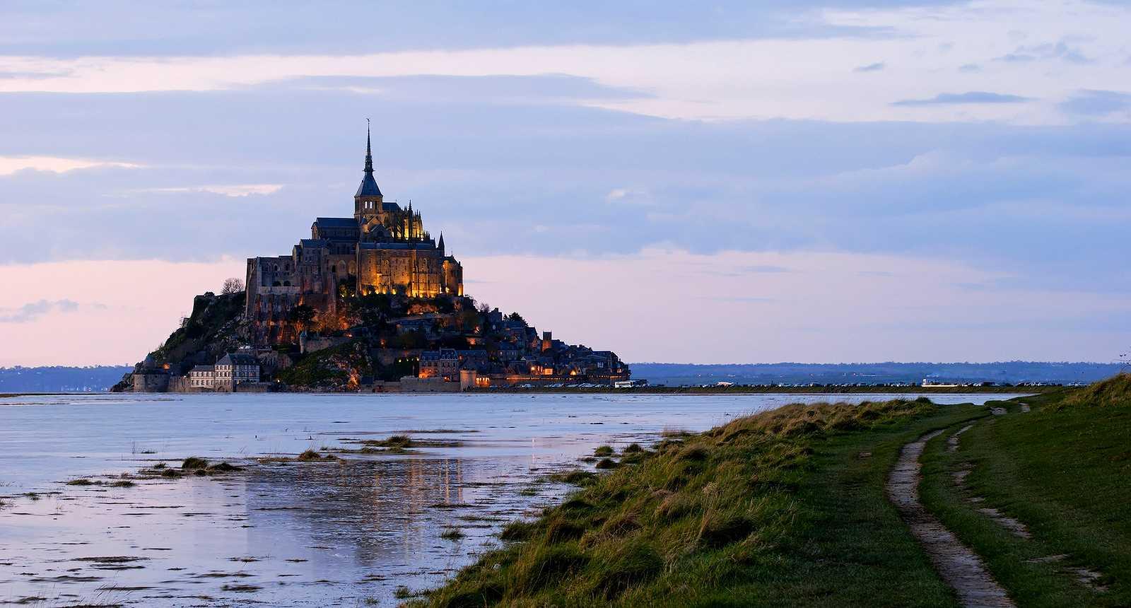 Tombée de la nuit sur le Mont-Saint-Michel