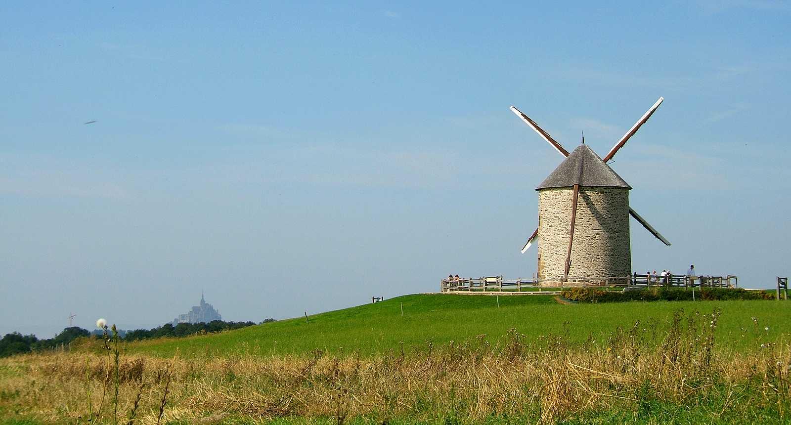 Le Moulin à vent de Moidrey et le Mont-Saint-Michel