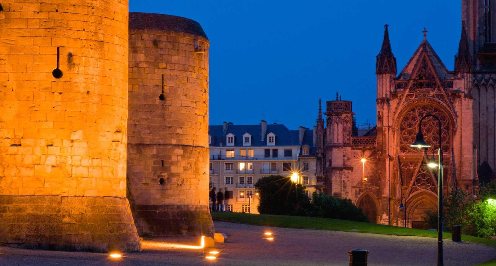 Lumières sur le Château de Caen et l'église Saint-Pierre