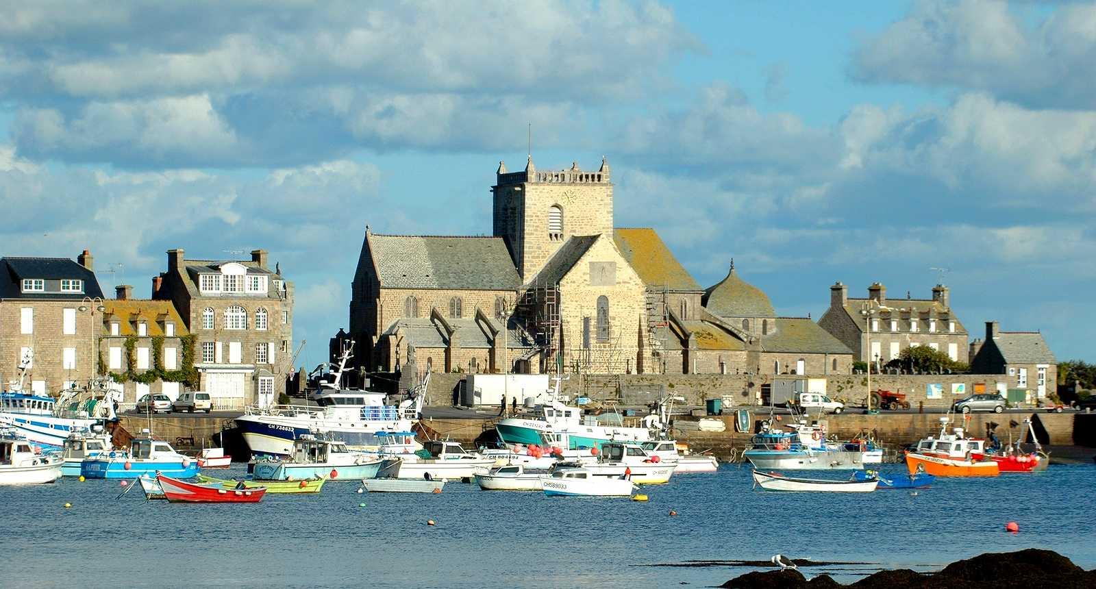Le Port et l'église Saint-Nicolas de Barfleur
