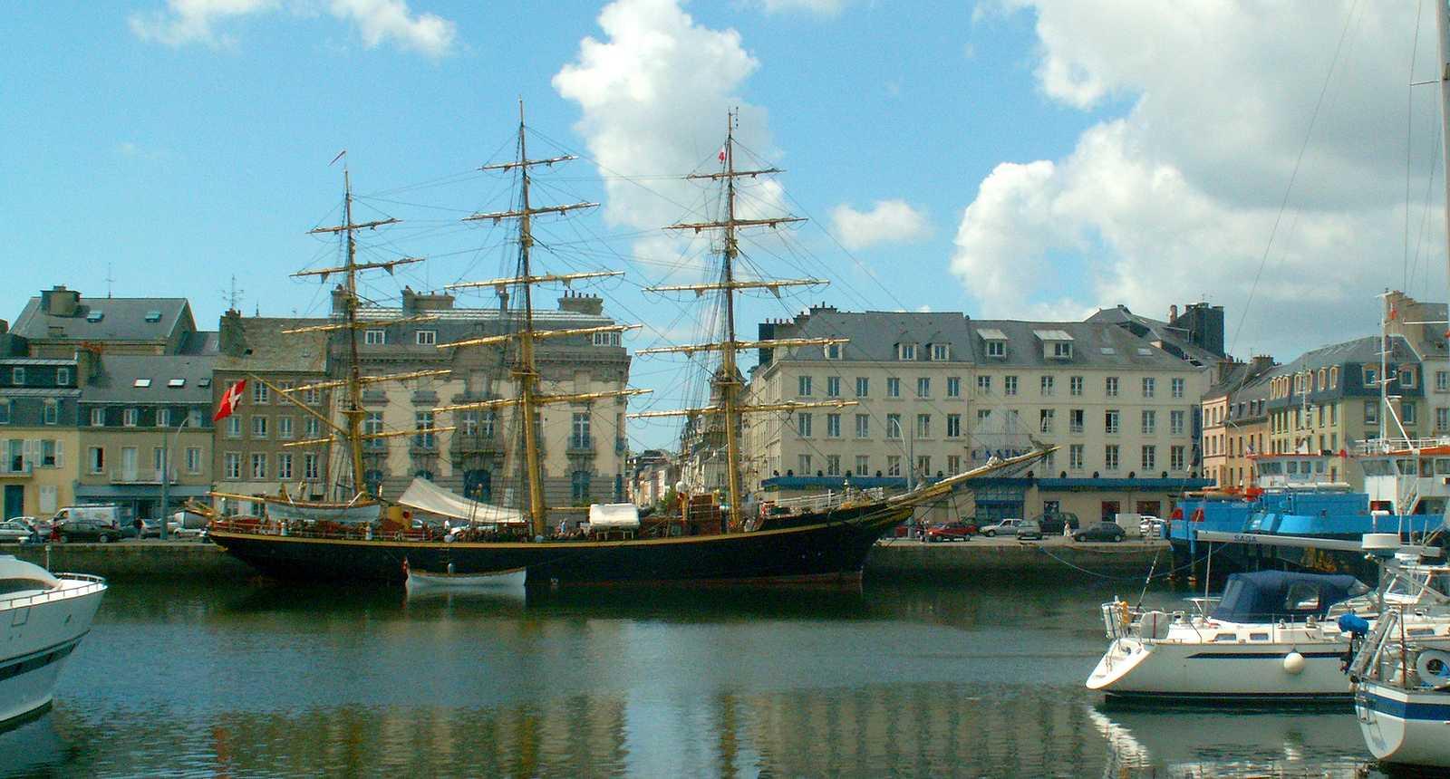 Le port et le Casino de Cherbourg