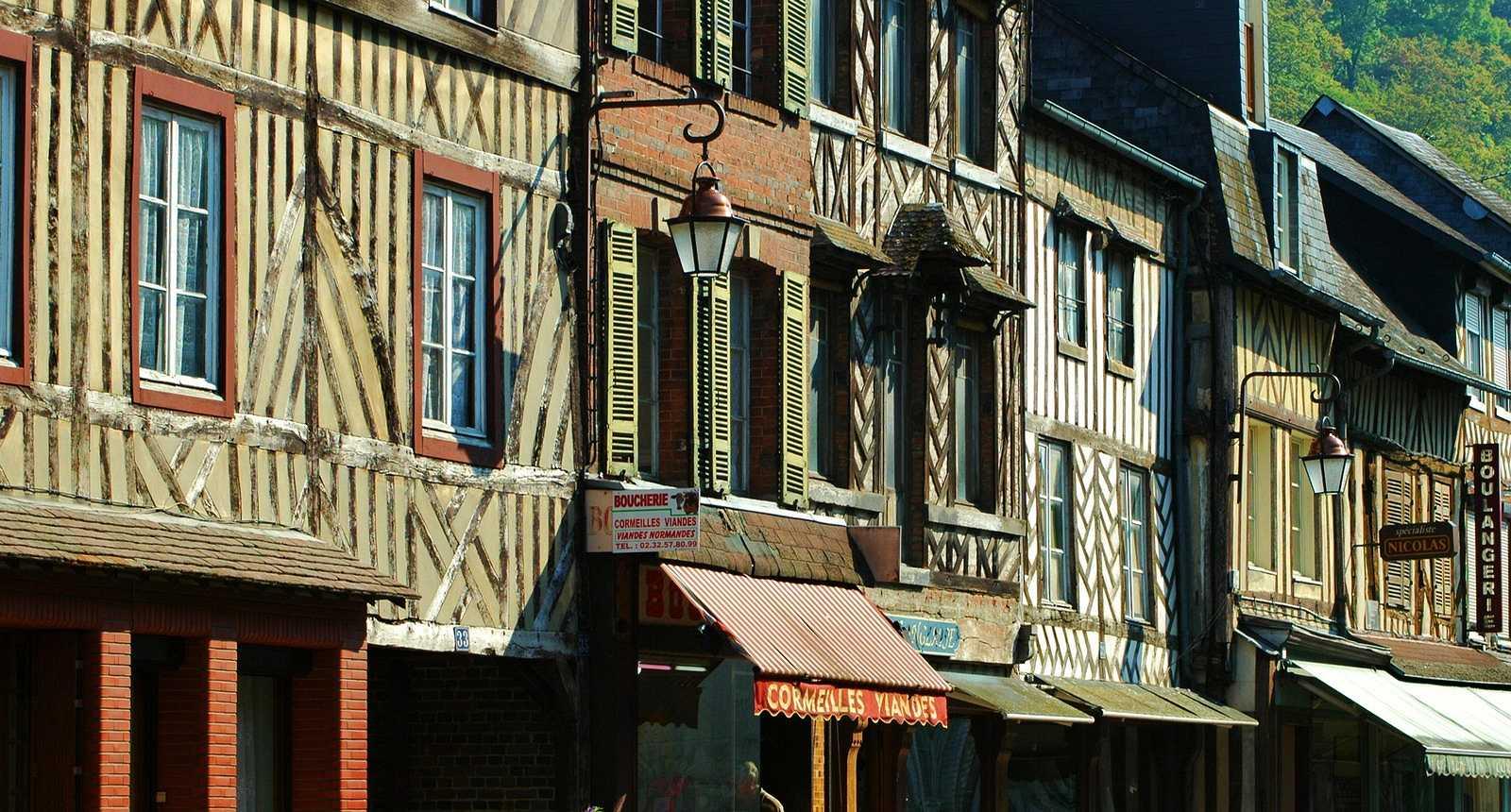 Jolies façades du village de Cormeilles