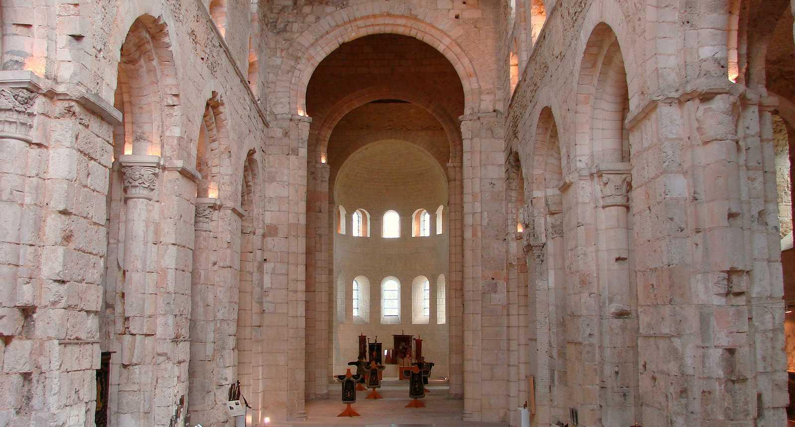 Intérieur de l'Abbaye Notre-Dame de Bernay