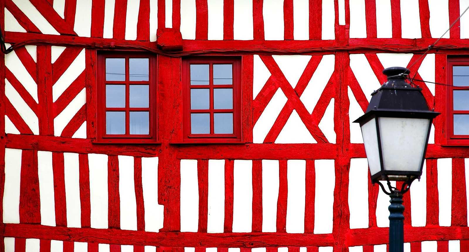Maison à colombage rouge à Étretat