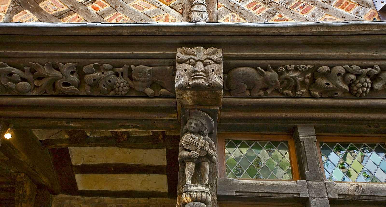 Détail de la façade d'une maison médiévale à Étretat