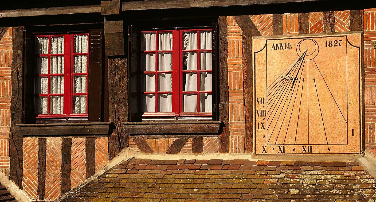 Cadran solaire sur une façade de Nonancourt