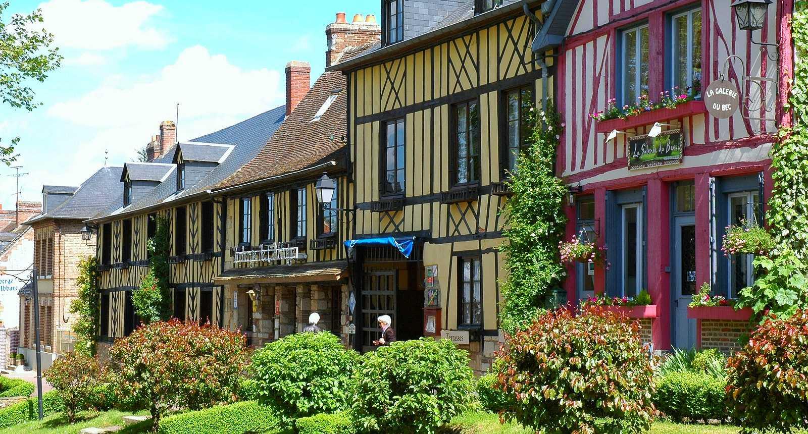 Le Bec-Hellouin et ses jolies maisons