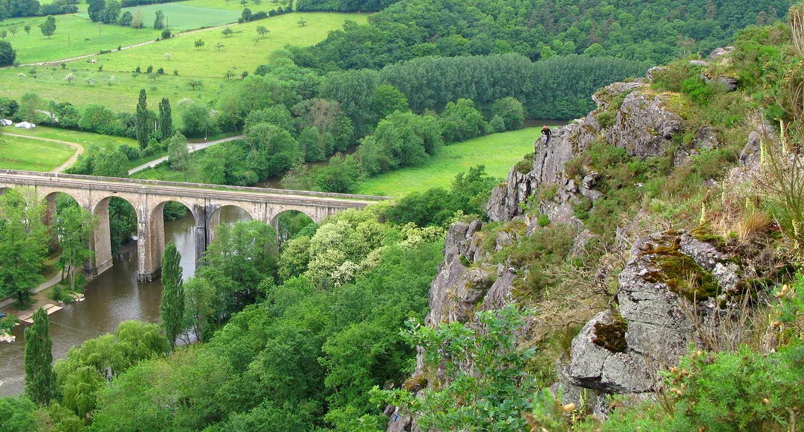 Photo le pont de cl cy vu du site d 39 escalade 2410 - Office de tourisme de la suisse normande ...