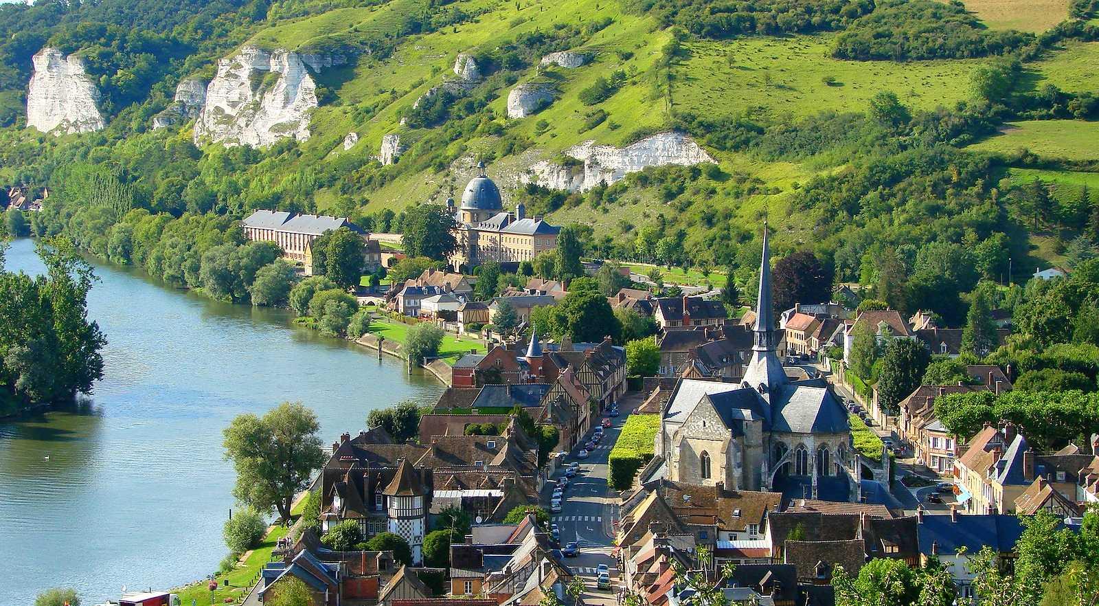 La ville des Andelys vue de la Forteresse de Château-Gaillard