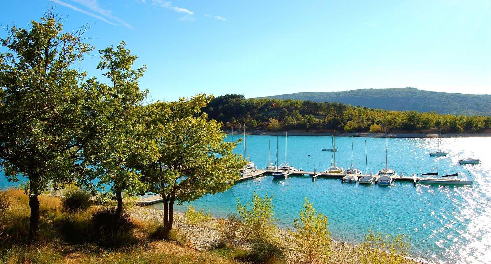 Petit port sur le Lac de Sainte-Croix