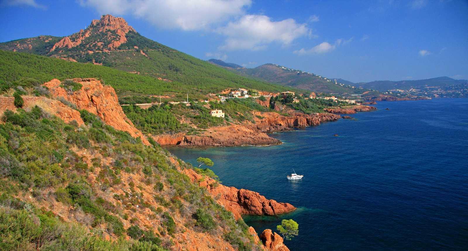 http://photos.tourisme-en-france.com/petitesregions/paca/esterel/4_massif-de-l-esterel.jpg