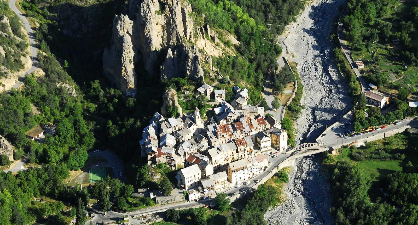 Lacs rivi res for ts panoramas grottes alpes - Les plus beau village du var ...