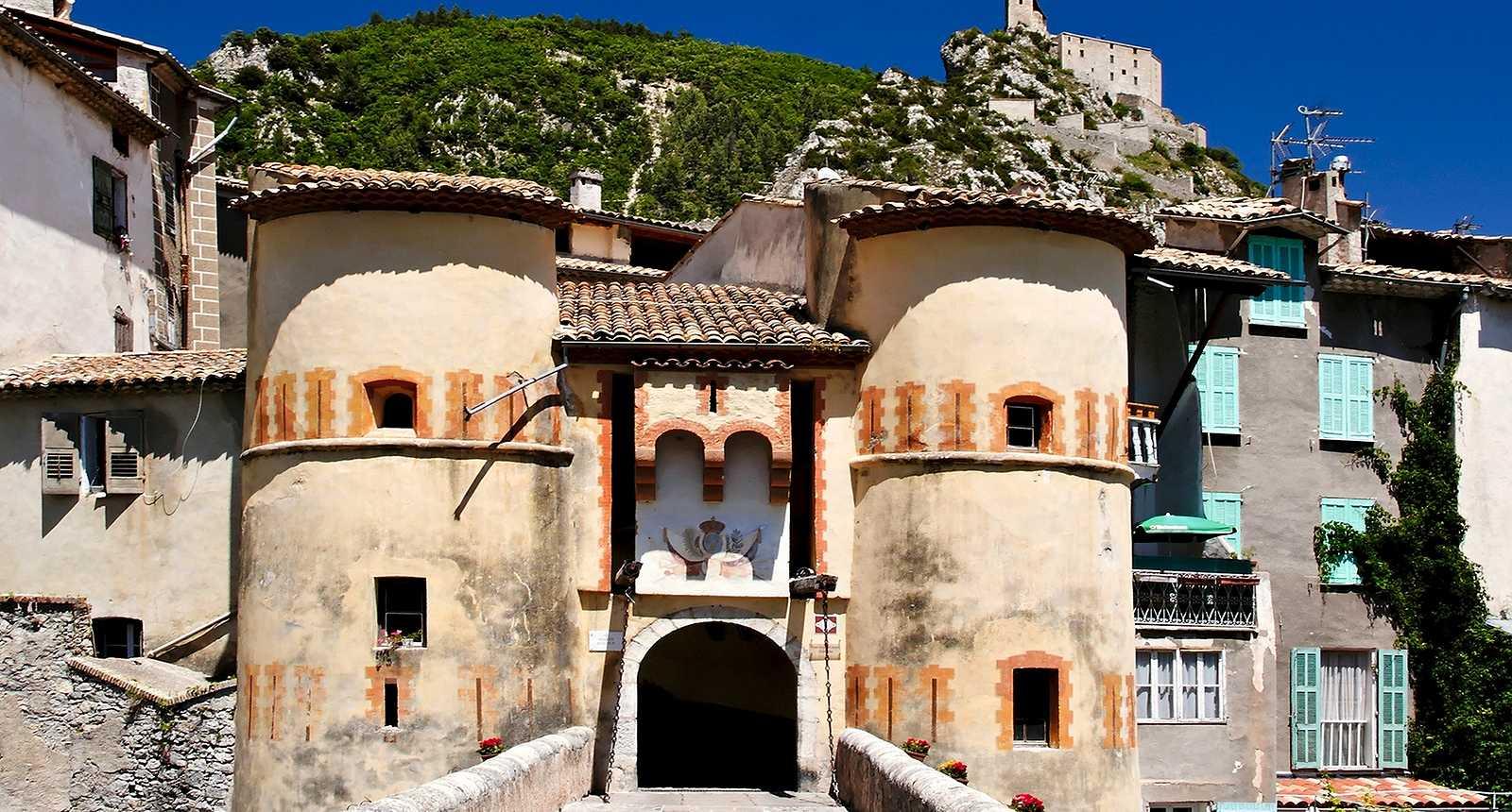 Porte du village médiéval d'Entrevaux