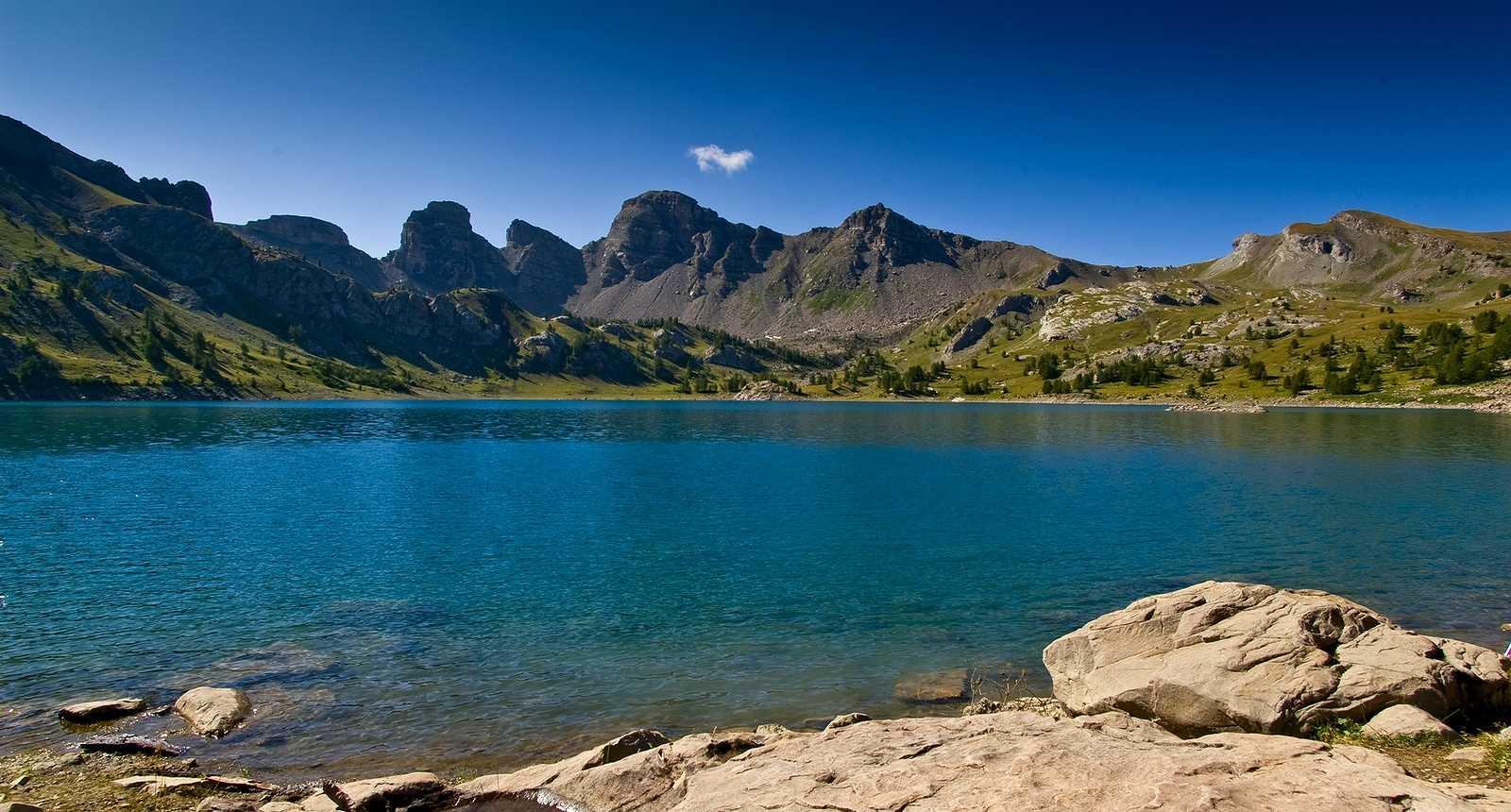 Le Lac d'Allos dans le Parc Naturel du Mercantour  (1)