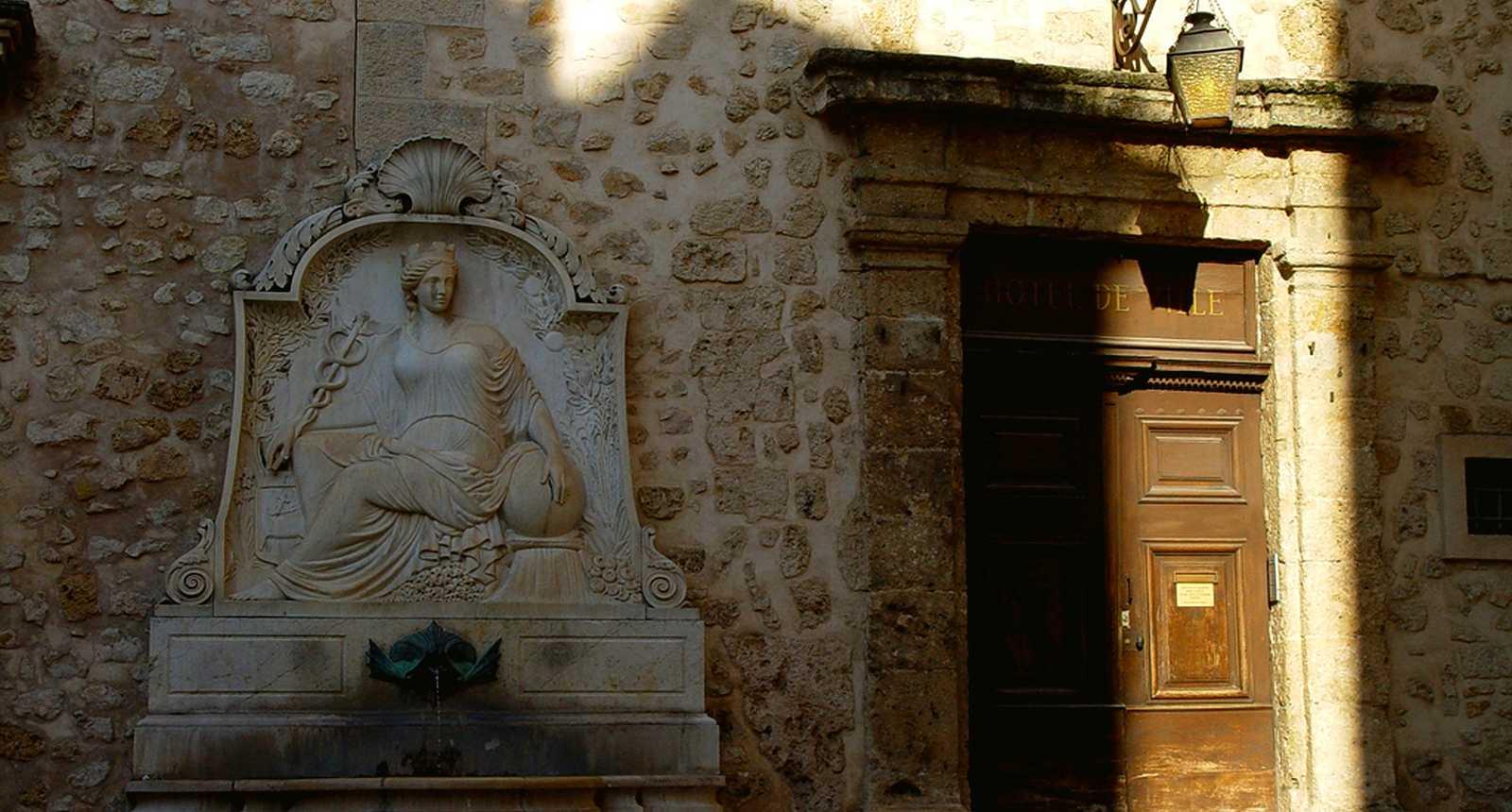 Porte et Fontaine de l'Hôtel de Ville de Grasse
