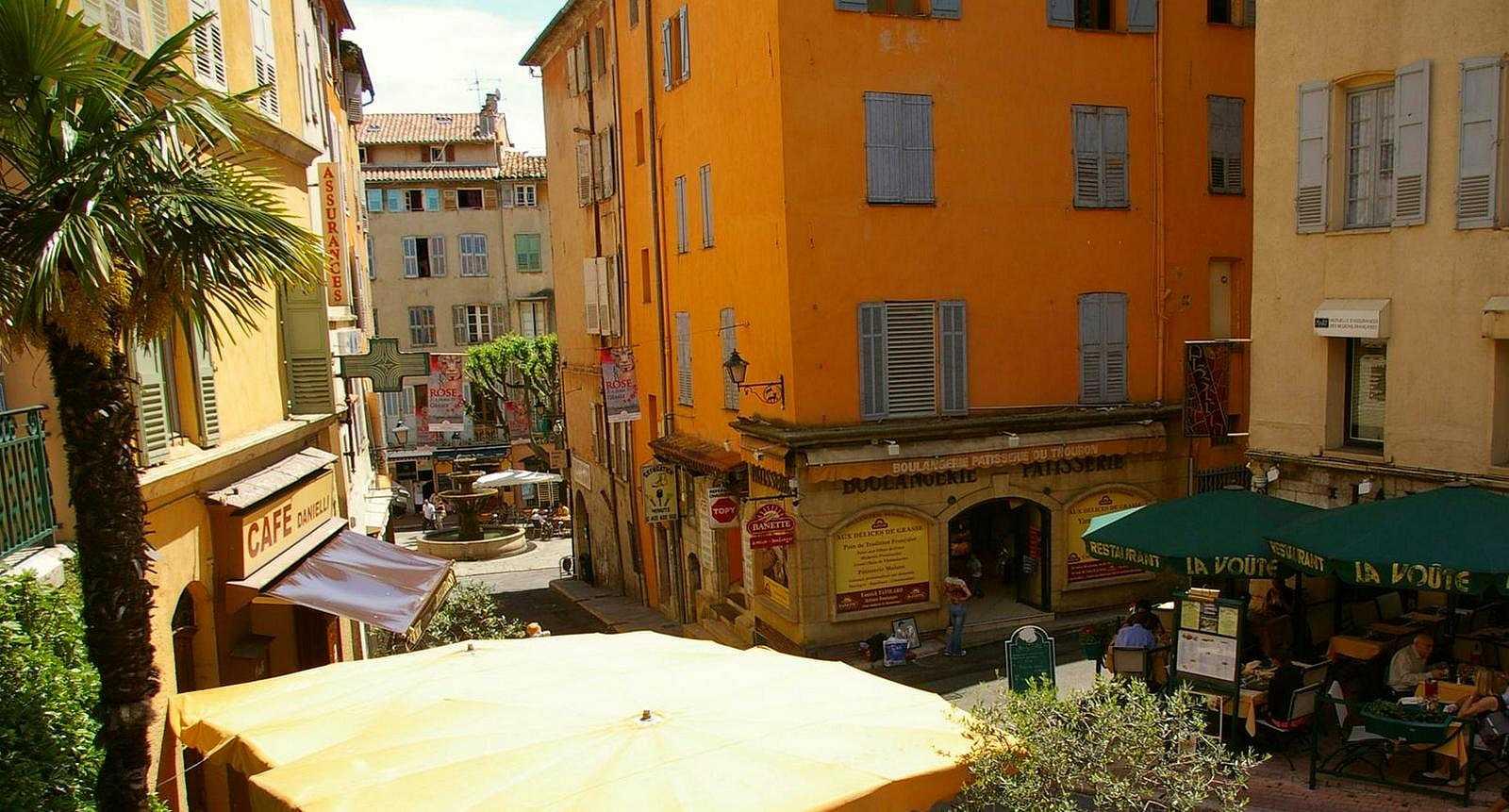Rue colorée de Grasse
