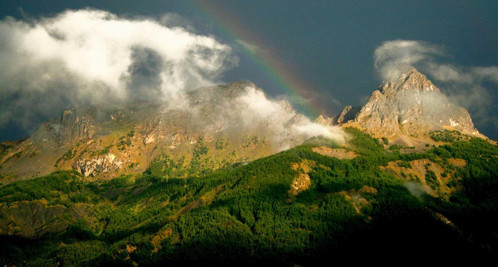 Ciel d'orage sur le Pain de Sucre, près de Barcelonnette