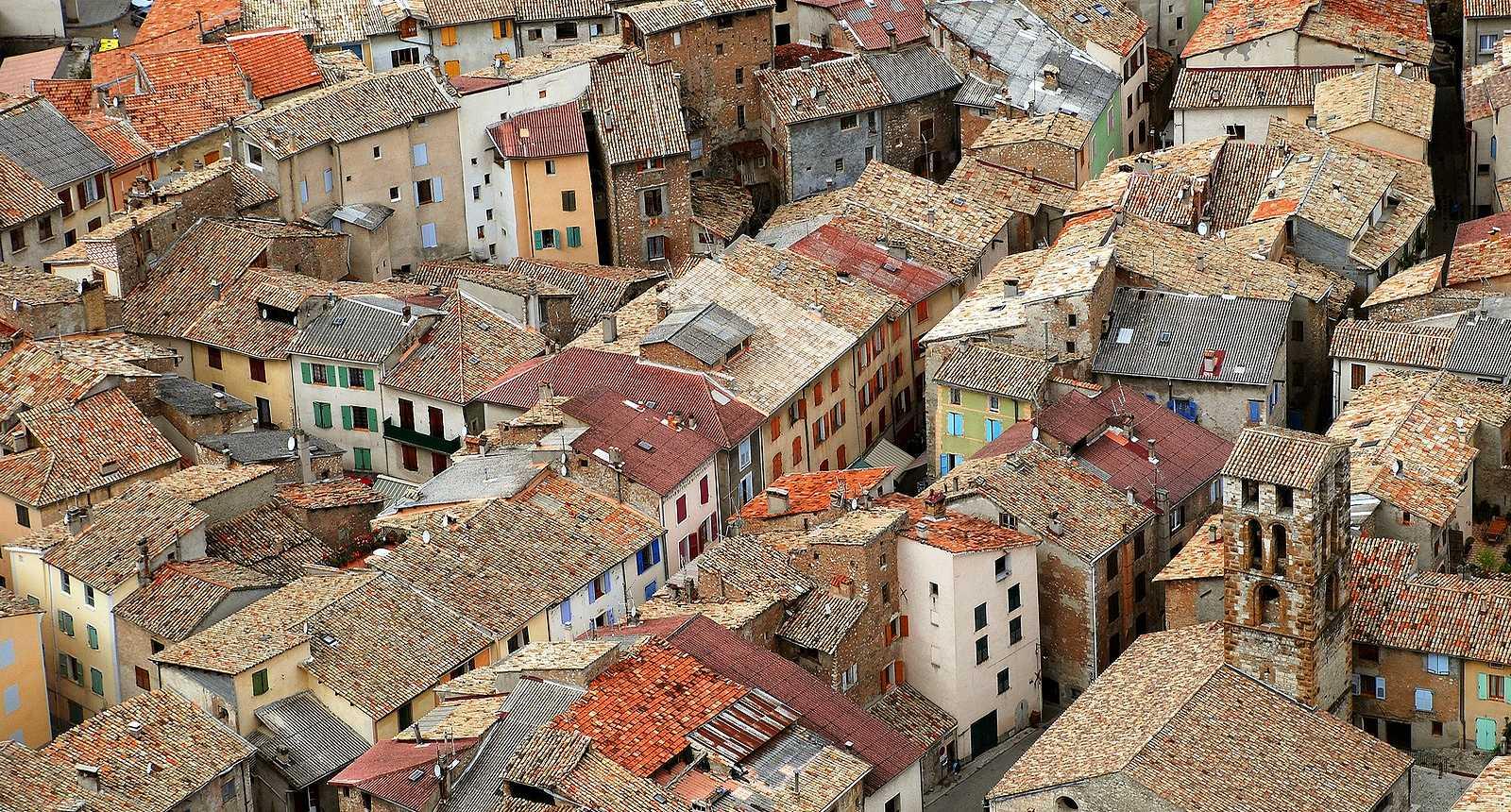 Les toits de Castellane, dans le Verdon