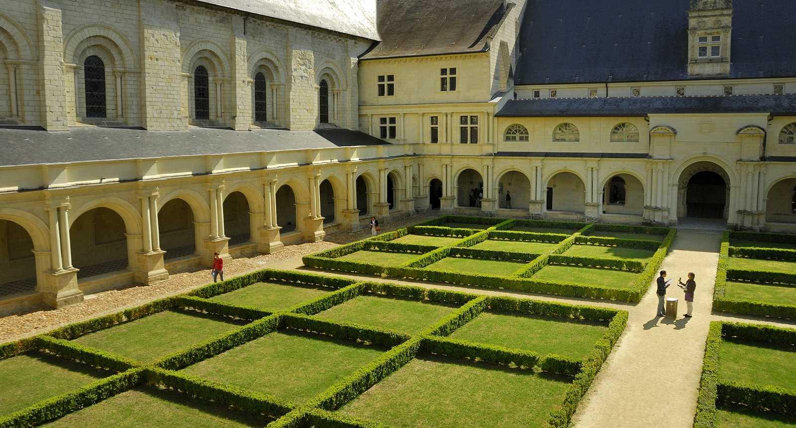 Cloître de l'abbaye royale de Fontevraud