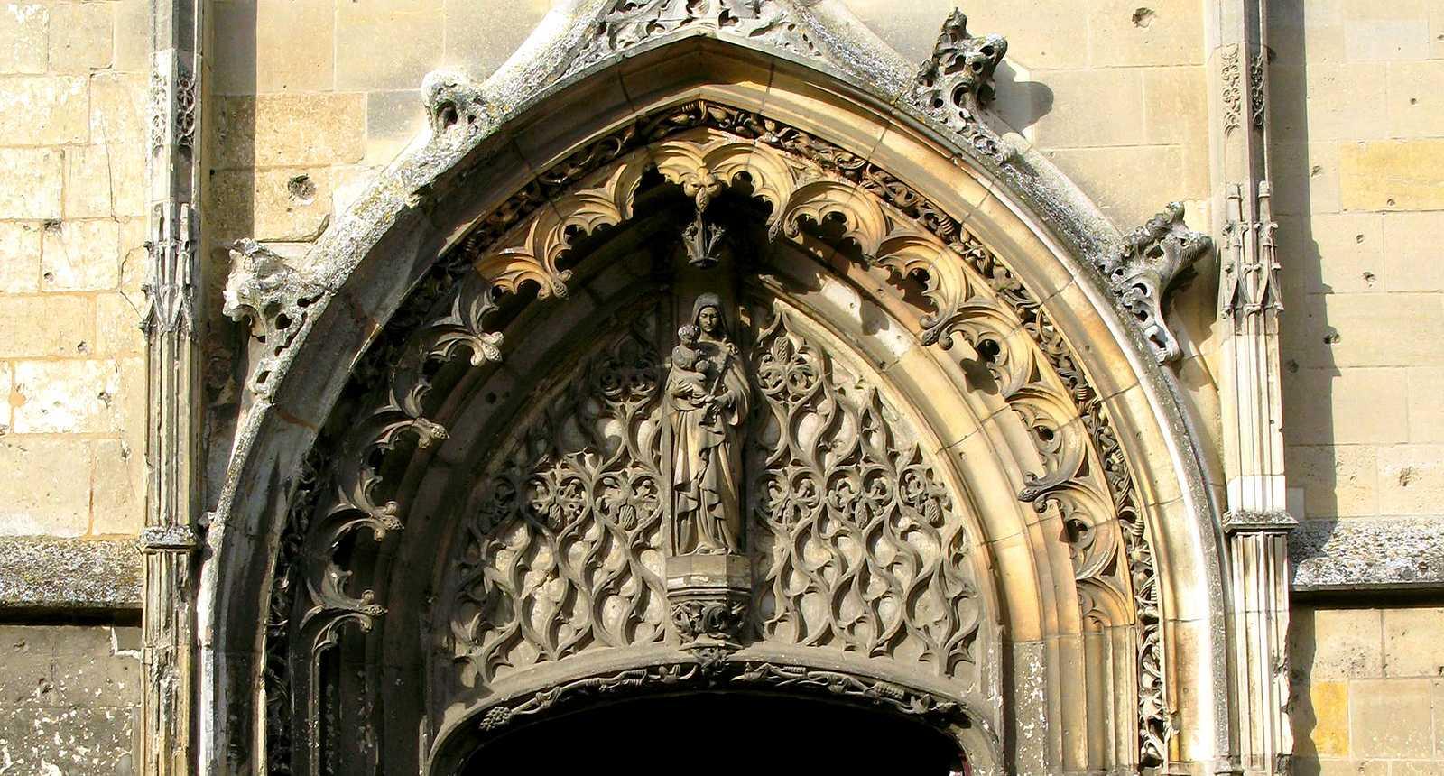 Portail de l'église de Péronne