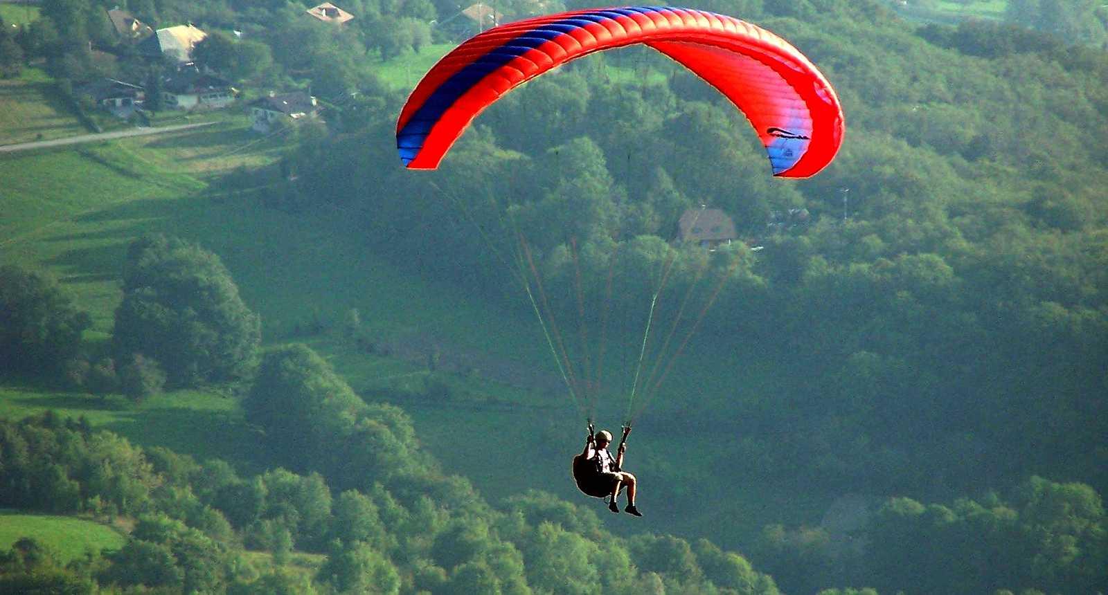 Parapente au-dessus du Lac d'Annecy (1)