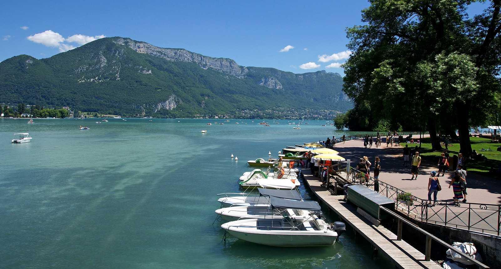 Le Lac d'Annecy en été