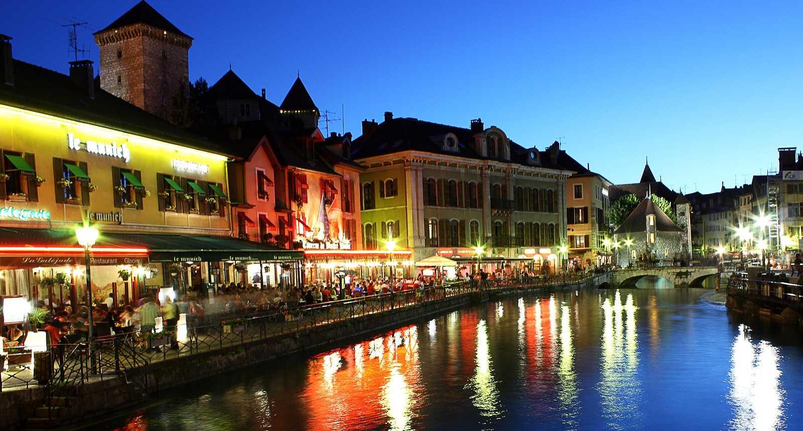 Tombée de la nuit à Annecy