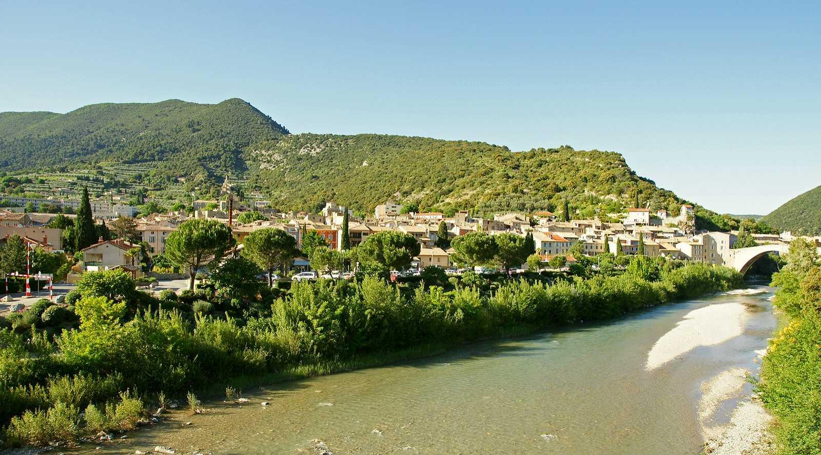 Le village de Nyons