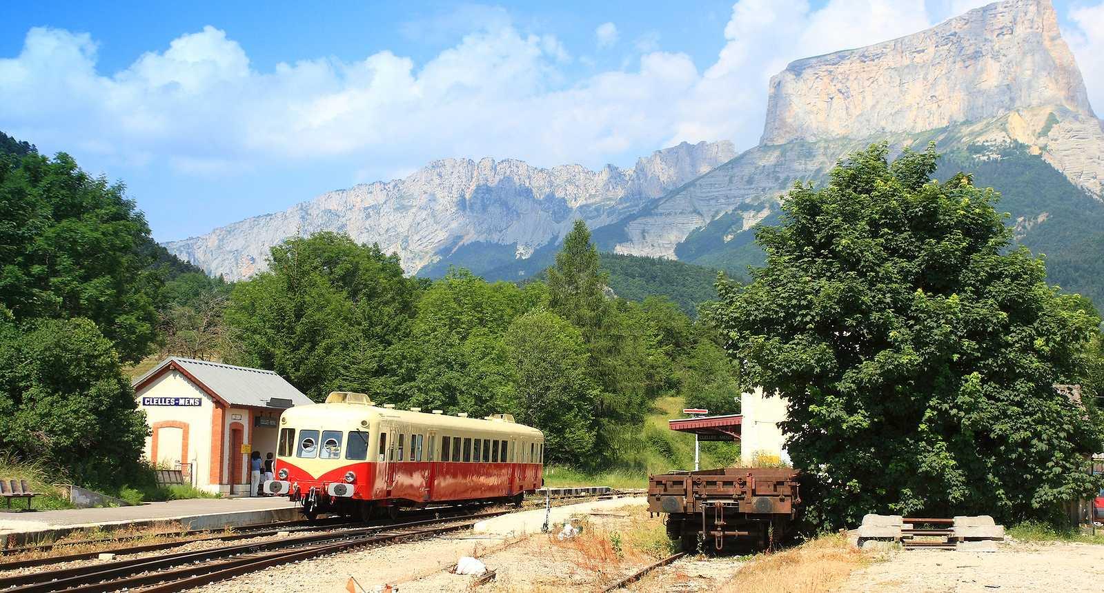 La Gare de Clelles-Mens, au pied du Mont Aiguille