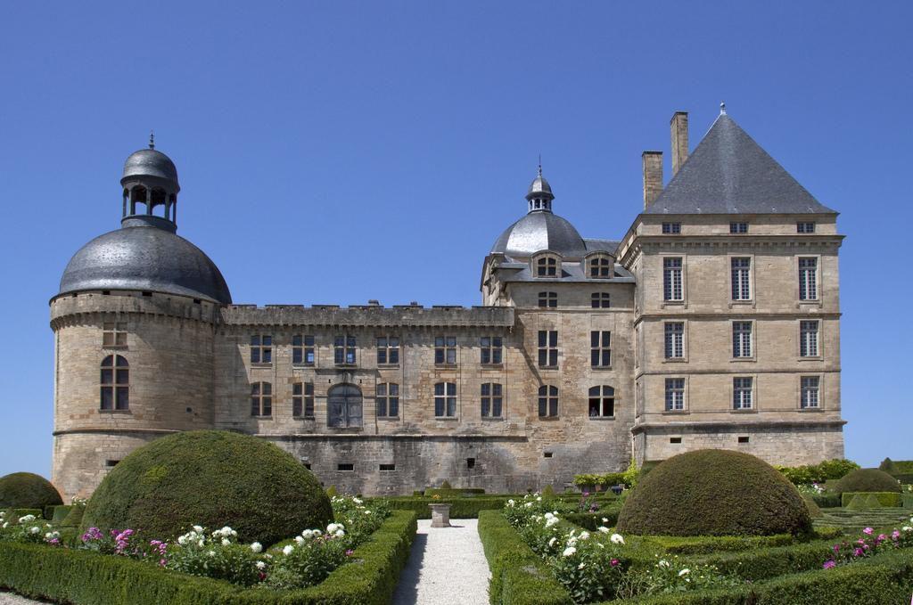 Château_Hautefort (1)