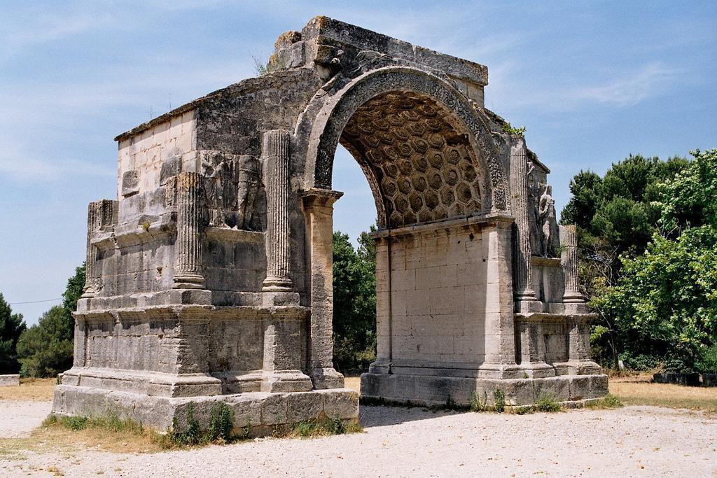 Arc municipal_Saint-Rémy-de-Provence