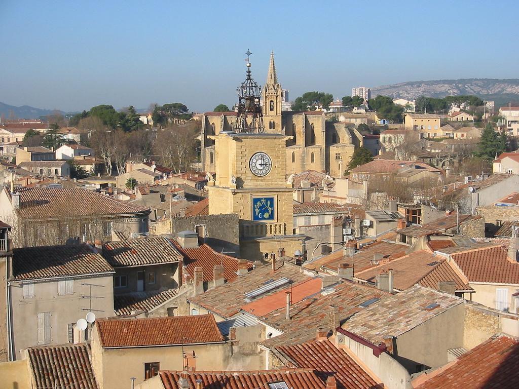 village+ vue eglise_Salon-de-Provence