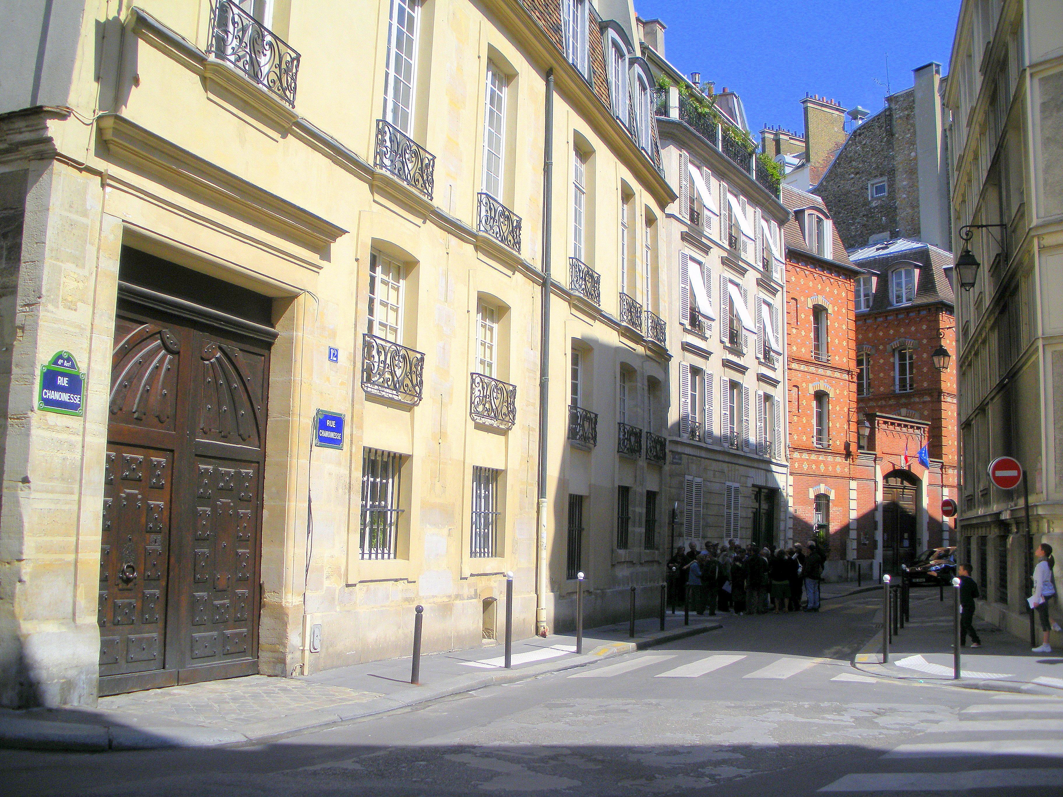 Rue Chanoinesse, ancien quartier du Chapitre