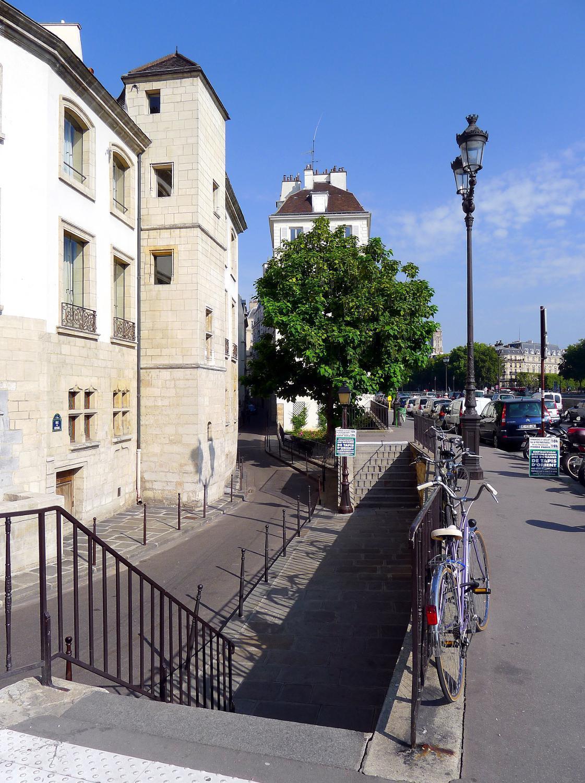 Rue des Ursins, quartier du Chapitre, Paris