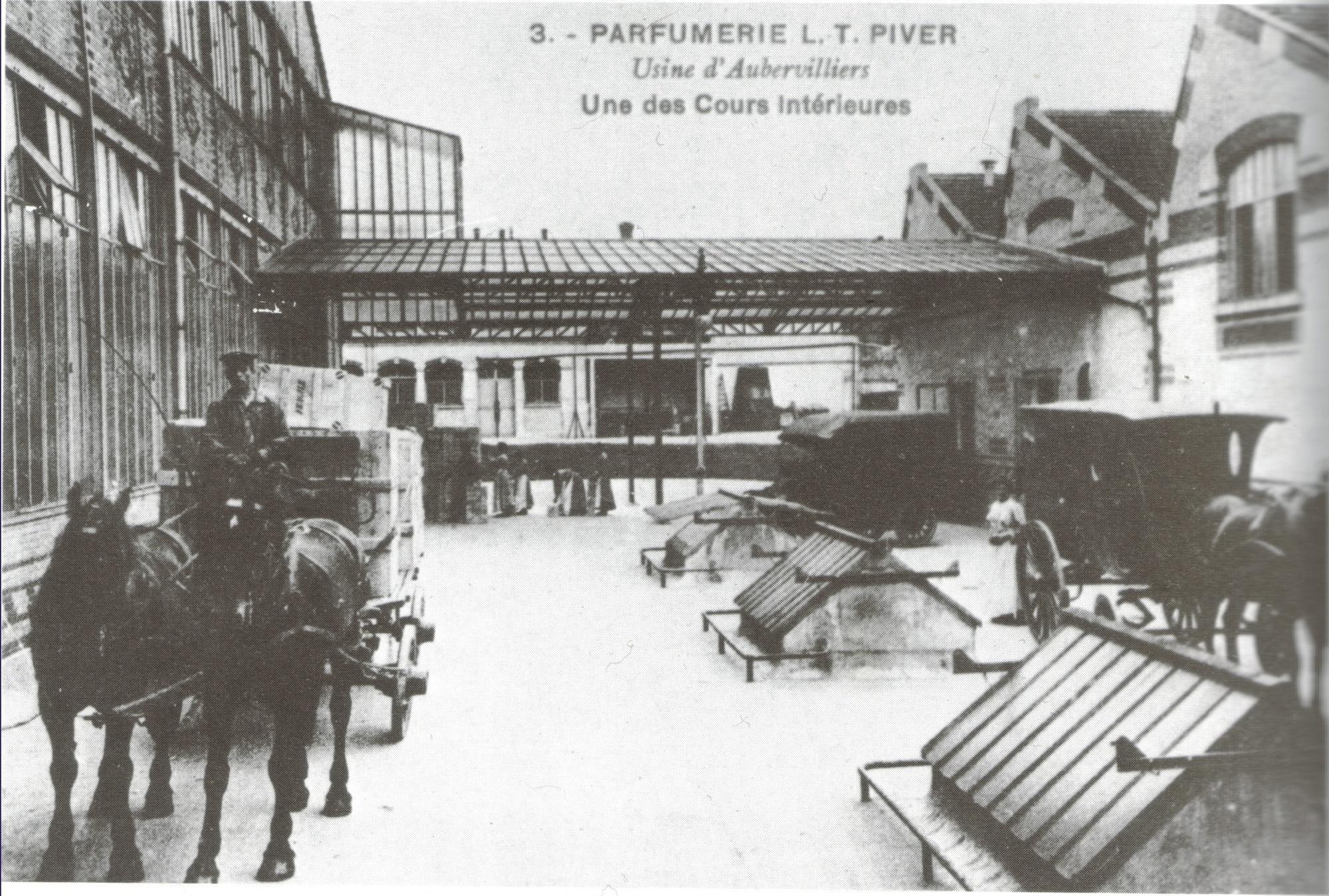 Photo ancienne parfumerie piver d 39 aubervilliers 150851 for Ancienne maison des gardes lourmarin france