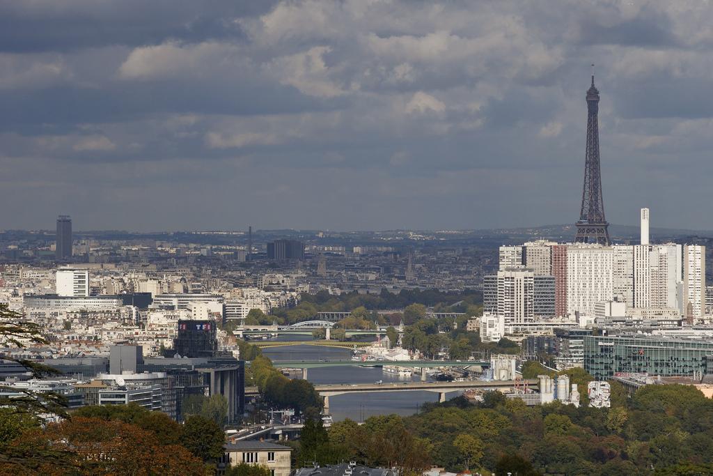 Paris, Seine et tour Eiffel, vue de la terrasse de Meudon